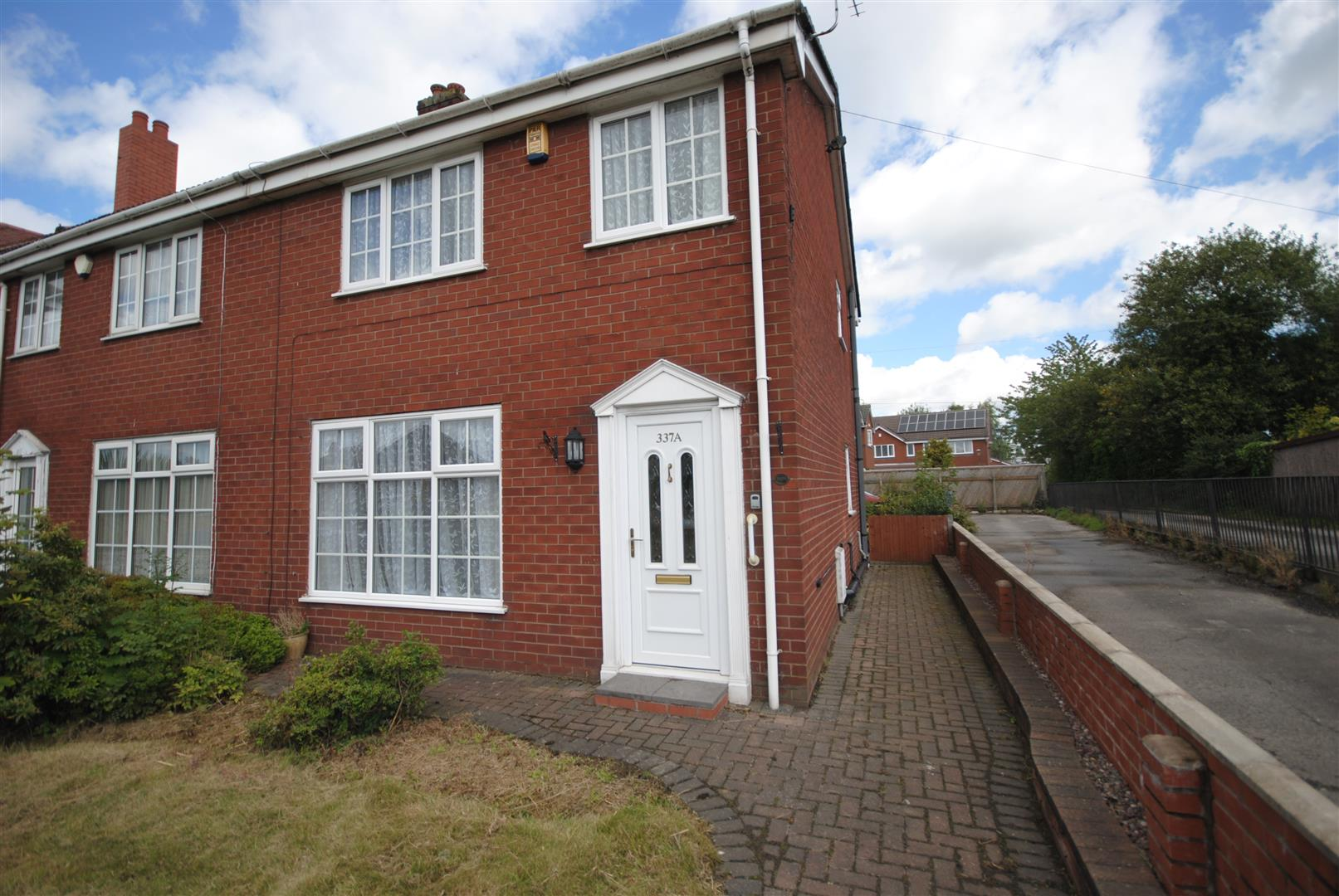 3 Bedrooms Semi Detached House for sale in Atherton Road, Hindley-Green, Wigan